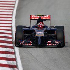 Daniil Kvyat en el trazado de Sepang durante la carrera
