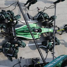 Kamui Kobayashi en un pitstop