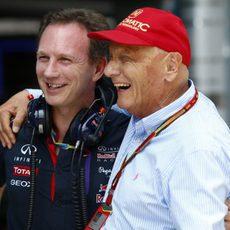 Christian Horner y Niki Lauda sonríen en Sepang