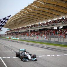 Lewis Hamilton gana el GP de Malasia 2014