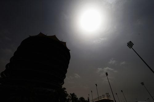 Las nubes tapan el sol en Baréin