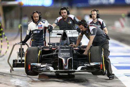 Los ingenieros de Sauber devuelven el C33 a boxes
