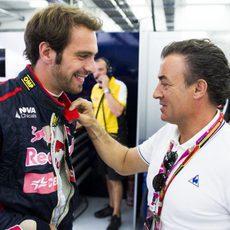 Jean-Eric Vergne saluda a Jean Alesi