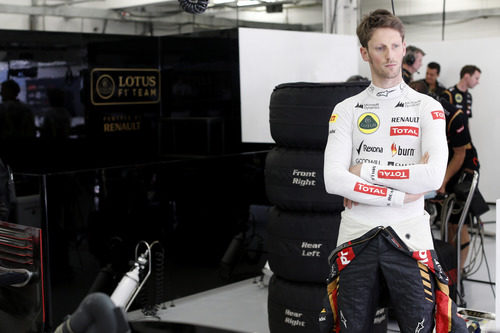 Romain Grosjean esperando que arreglen el problema de su coche