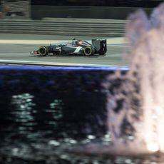 Esteban Gutiérrez conduciendo de noche