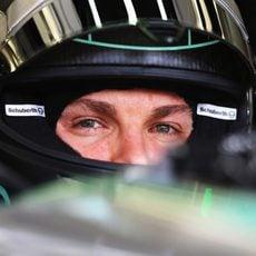 Mirada atenta de Nico Rosberg