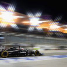 Focos de luz para Jenson Button en Sakhir