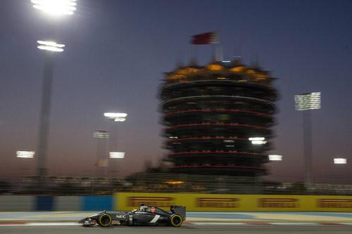 Adrian Sutil marcando tiempo en Baréin