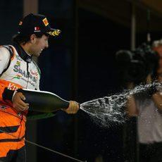 Sergio Pérez celebra su primer podio del año