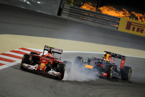 Kimi Räikkönen se pasa de frenada al defender posición