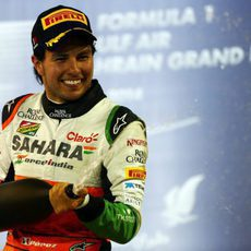 Champán en el podio para Checo Pérez