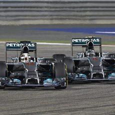 Lucha ajustada entre Lewis Hamilton y Nico Rosberg