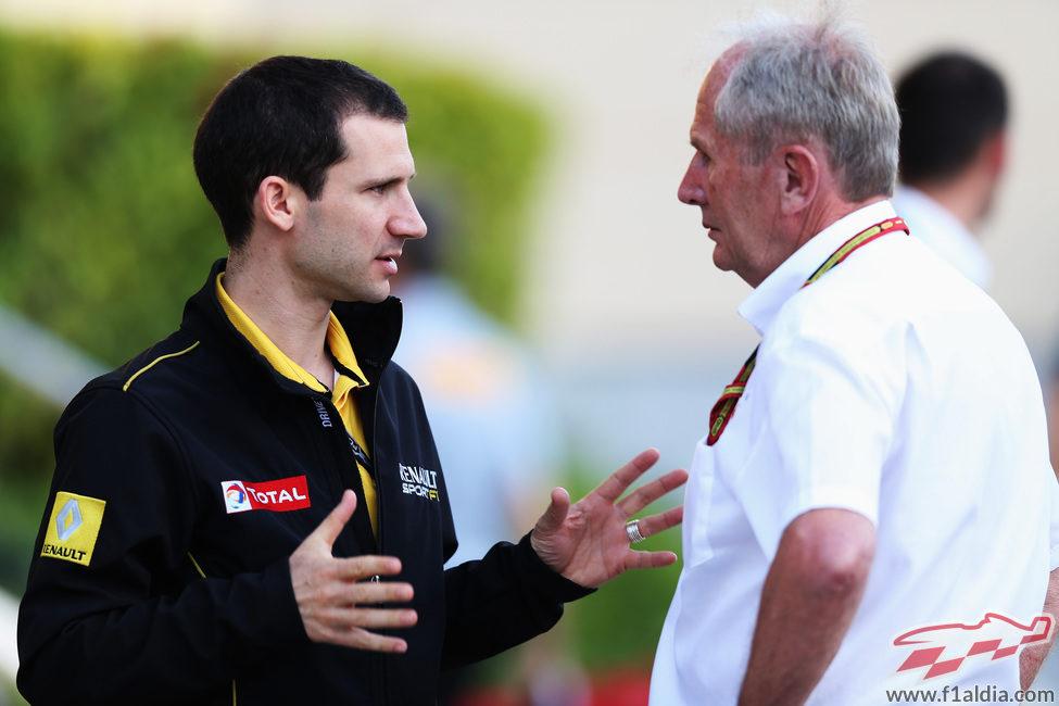 Rémi Taffin habla con Helmut Marko