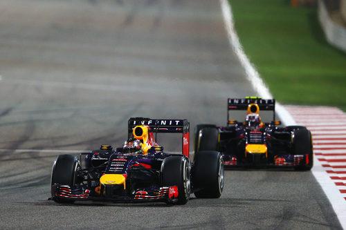 Sebastian Vettel, por delante de Daniel Ricciardo