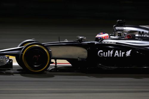 Jenson Button avanza en carrera con el MP4-29