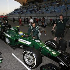 Marcus Ericsson en la parrilla de salida