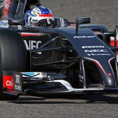 Sergey Sirotkin rueda con el C33 en Baréin