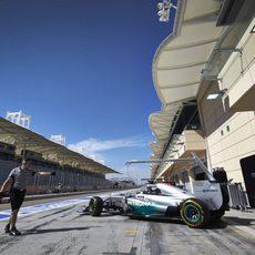 Nico Rosberg saliendo del garaje