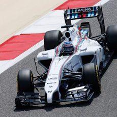 Valtteri Bottas rueda en el primer día de test