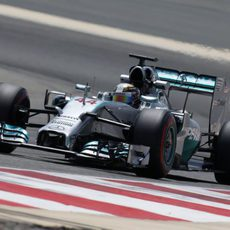 Lewis Hamilton acumuló 120 vueltas en Baréin