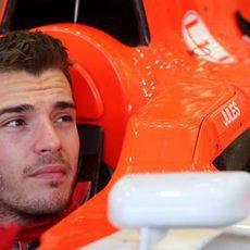 Jules Bianchi espera en el MR03