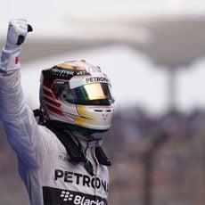 Lewis Hamilton celebra la victoria en China