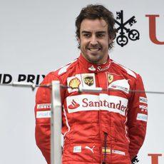 Sonrisa de Fernando Alonso en el podio de China