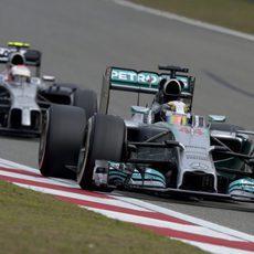 Lewis Hamilton dominó la carrera de principio a fin