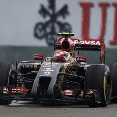 Pastor Maldonado rueda con el medio