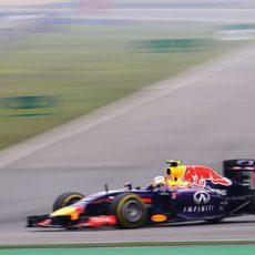 Daniel Ricciardo rueda muy rápido en Shanghái