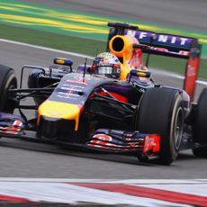 Sebastian Vettel sufre mucho con los neumáticos