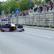 El público disfruta de cerca la exhibición de Red Bull
