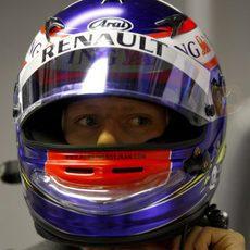Grosjean se pone el casco