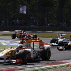 Alonso en las primeras vueltas