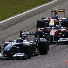 Rosberg pelea en los puestos traseros