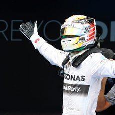 Enorme alegría de Lewis Hamilton en Barcelona