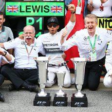 Mercedes celebra el doblete con Hamilton y Rosberg