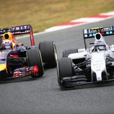 Daniel Ricciardo se lanza a por Valtteri Bottas