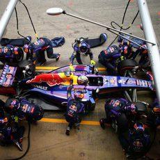 Neumático duro para Sebastian Vettel en su primera parada