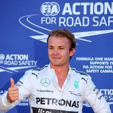 El 'ok' de Nico Rosberg tras lograr la pole en Mónaco