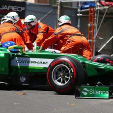 Los comisarios retiran el coche de Massa