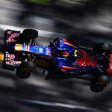 Daniil Kvyat vuela para llegar a la Q3 en Mónaco