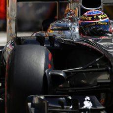 Jenson Button lo intenta con el superblando