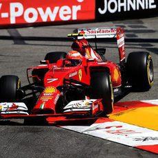 Kimi Räikkönen aprovecha los pianos en Mónaco