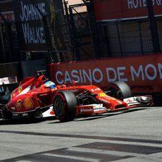 Fernando Alonso vuela con el superblando en la Q3