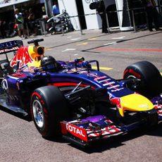 Sebastian Vettel sale de boxes con el superblando