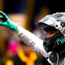 Dedo ganador de Nico Rosberg en Mónaco
