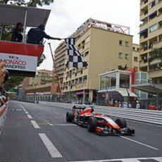 Jules Bianchi cruza la meta en octava posición