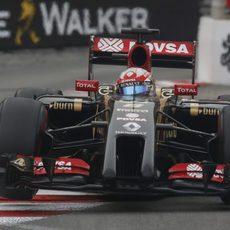 Salto de Romain Grosjean al pisar un piano