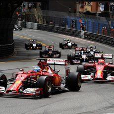 Fernando Alonso y Kimi Räikkönen ruedan juntos